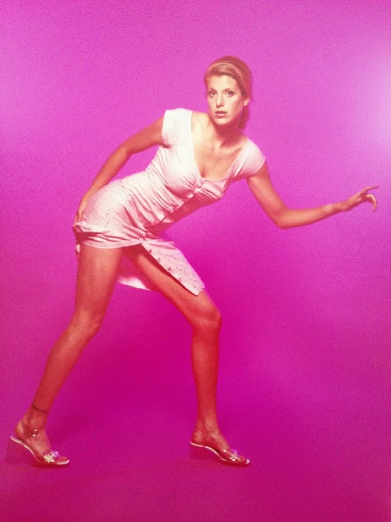 Toni Modeling Pink pointing