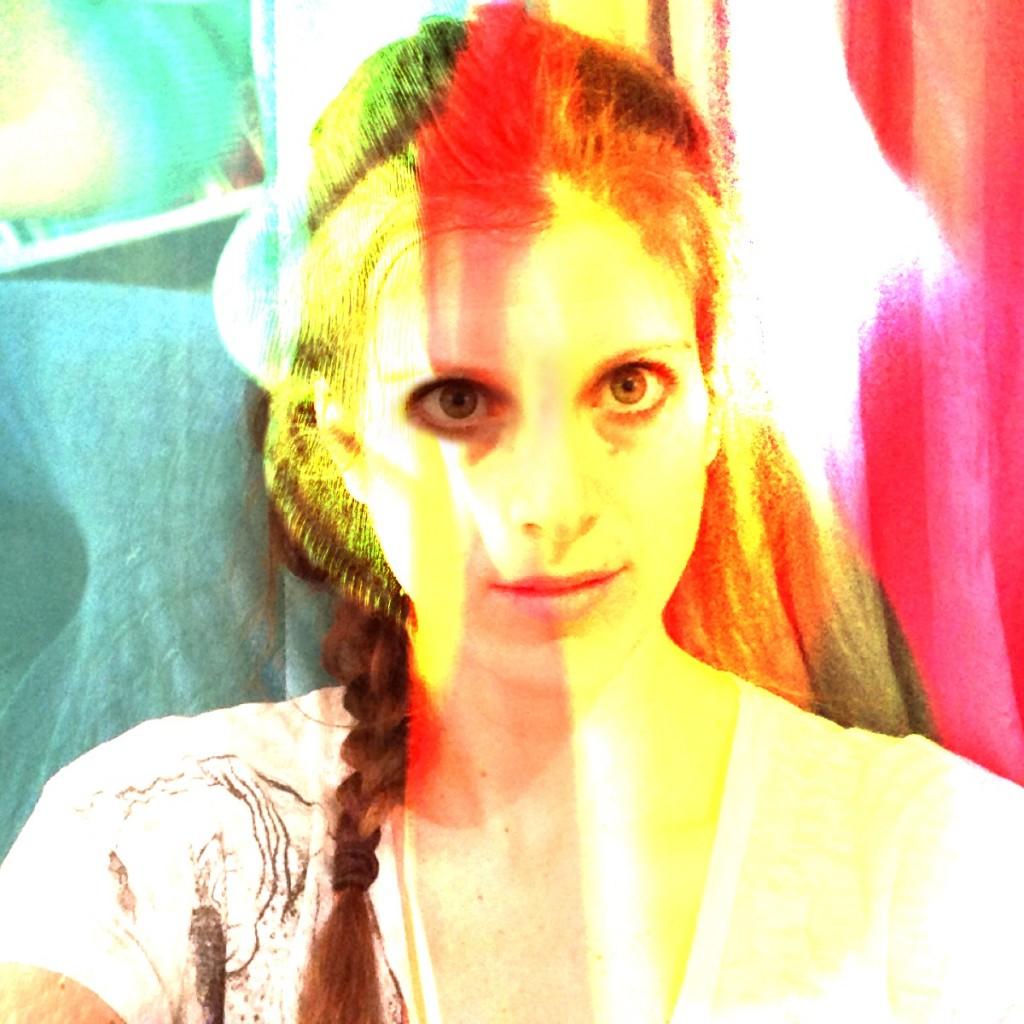 toni color selfie